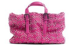 Das sind die neuen It-Bags - Die neuen It-Bags 2012 - Nappa Nastri von Bottega Veneta © Bottega Veneta Hübsches Flechtwerk in Knallpink! Und natürlich unverkennbar Bottega Veneta! Markenzeichen des italienischen...