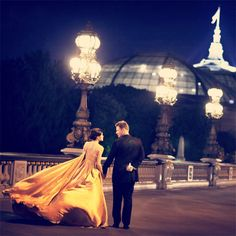 It was true love when ... we walked the streets of Paris.  I want this dress *~*