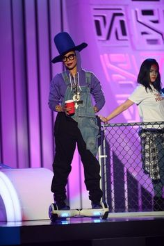Erykah Badu introduces R. Kelly at the 2015 Soul Train Awards at the Orleans Arena on Friday, Nov. 6, 2015, in Las Vegas (Photo by Al Powers/ Powers Imagery/Invision/AP)