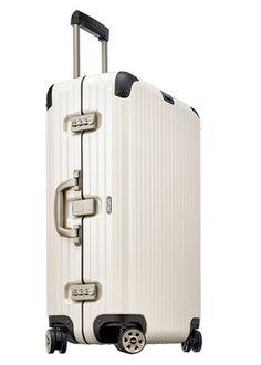 リモワ高級感漂う洗練カラーのスーツケースで大人の旅を