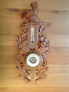 Kersenhouten barometer, met het wapen van Maarn.