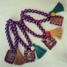 #escapularios #sanbenito #bordados #chaquira #lentejela #perlas #rosa #borla #accesorios #pulseras #bracelets #uzuanyaccesorios www.facebook.com/uzuanyaccesorios