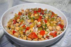 """750g vous propose la recette """"Salade de pois chiches à la turque"""" notée 4.5/5 par 4 votants."""