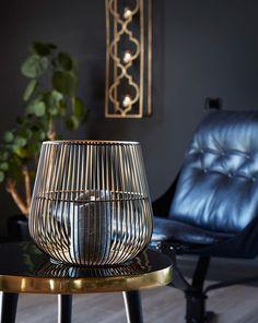 Sunrise er en lykt i metall med spiler rundt hele. Den er svart på utsiden og gullfarget inni noe som gir et særdeles vakkert lys. Lighting, Home Decor, Decoration Home, Room Decor, Lights, Home Interior Design, Lightning, Home Decoration, Interior Design