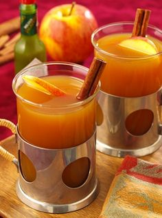 Spiced Mulled Cider with Tobasco Cider Cocktails, Fall Cocktails, Cocktail Drinks, Cocktail Recipes, Refreshing Drinks, Yummy Drinks, Pear Cider, Great Recipes, Favorite Recipes