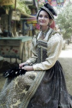 Elizabethan gown by Oldeworldwear.com Olde World Wear is also a shop at the Minnesota Renaissance Festival