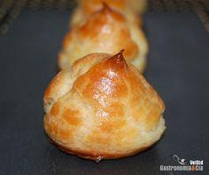 Pasta choux  Cómo hacer pasta choux para hacer profiteroles, lionesas, con rellenos dulces o salados. Receta de pasta choux paso a paso con fotos.