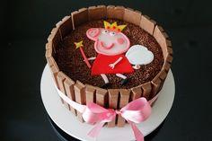 Aprenda a fazer um bolo decorado com barras de chocolate Kit Kat - Gravidez e Filhos - UOL Mulher