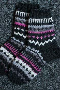 Sweet things: With love Knitted Boot Cuffs, Knit Boots, Knitted Slippers, Wool Socks, Diy Crochet And Knitting, Crochet Socks, Knitting Socks, Hand Knitting, Kids Socks
