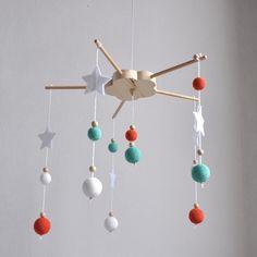 Mobile Boules en bois et coton au crochet pour chambre de bébé, modèle vert, orange et Blanc : Autres bébé par ideecreation