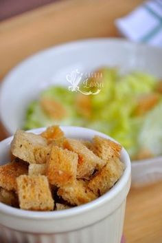 Crutoane de casa via @casutalaurei, crutoane de paine preparate in casa Vegetarian Recipes, Healthy Recipes, Yams, Weeknight Meals, Guacamole, Cereal, Dinner Recipes, Homemade, Breakfast