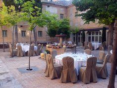 #Montaje #bodas en #partio #exterior en el #Parador de #Almagro #uniquewedding #bodasvintage #rusticChic #bodas #tematicas