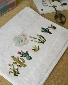 🌵🍃Hayırlı Cumalar...🍃🌵 . . . Kaktüs model de yakıştı sanki havluya ne dersiniz😉 ben bi kaktüs sever olarak çok zevk aldım islerken🌵 . . .… Embroidery Art, Cross Stitch Embroidery, Embroidery Patterns, Cross Stitch Designs, Cross Stitch Patterns, Cactus Cross Stitch, Niklas, Christmas Embroidery, Fabric Art