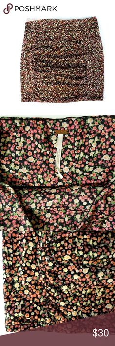 Free People Body Con Floral Skirt Free People Body Con Floral Skirt. Ruched front. Lined. Stretchy. EUC.  Waist 12.5 (flat, unstreched) Length 16   No trade or P.P Reasonable offers considered Bundle discounts Free People Skirts Mini