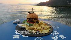 Βurger με καραμελωμένα κρεμμύδια #burger #greekrecipe #onion #greekcuisine #tastedriver Tacos, Mexican, Ethnic Recipes, Food, Meals, Yemek, Eten