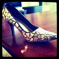 See what happens when you cross an old pair of shoes with unused CDs...not a bad idea to mosaic your old shoes!