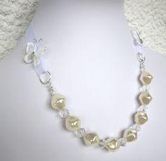 Parure collier et bracelet en perles nacrées et cristal Swarovski par Boutique Astrallia :http://www.alittlemarket.com/parure/fr_parure_collier_et_bracelet_en_perles_nacrees_et_cristal_swarovski_par_boutique_astrallia_-11094709.html