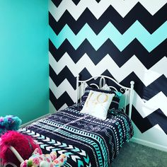 This but pink and not chevron Chevron Painted Walls, Painting Stripes On Walls, Striped Walls, Aqua Bedrooms, Bedroom Wall Designs, Cute Bedroom Ideas, New Room, Home Bedroom, Girl Room