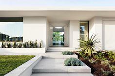 Home Entrance Decor, Modern Entrance, Modern Front Door, Front Door Entrance, Entrance Design, Front Entrances, House Entrance, Entrance Ideas, Modern Entryway