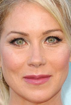 Close-up of Christina Applegate at the 2015 premiere of 'Vacation'. Christina Applegate, Christina Ricci, Celebrity Beauty, Celebrity Look, People With Green Eyes, Rare Eye Colors, Hazel Green Eyes, Gorgeous Eyes, Gorgeous Women