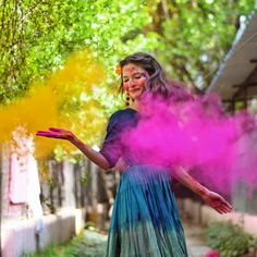 Ideas on how to shoot for holi and what to wear for a color shoot. Used smoke bombs and dry colors. Holi Pictures, Holi Images, Images Gif, Holi Festival Of Colours, Holi Colors, Portrait Photography Poses, Photo Poses, Creative Photography, Happy Holi Photo