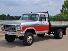 1979 Ford F250 4X4 Flatbed with dual rear wheels, image 1