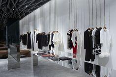 Victoria Beckham inaugura primeira loja.
