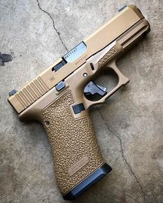 A little on this 🔥Glock in Signature Series dress. Dumped the nub and fitted an magwell on for more… Weapons Guns, Guns And Ammo, Glock Stippling, Glock Mods, Tactical Gear, Tactical Survival, Shooting Guns, Custom Guns, Cool Guns