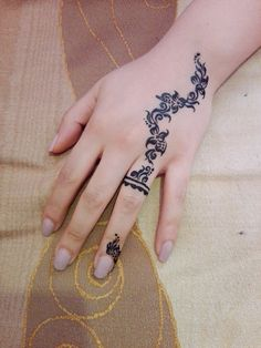 Henna Tattoo Designs Simple, Finger Henna Designs, Mehndi Designs For Fingers, Henna Designs Easy, Mehndi Art Designs, Latest Mehndi Designs, Foot Henna, Hand Henna, Henna Tattoo Back