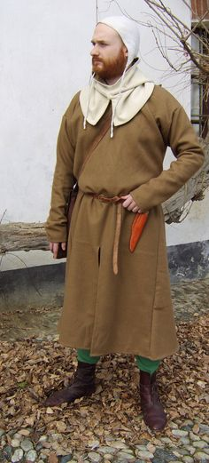 img11.deviantart.net 3978 i 2010 053 8 9 medieval_costume_xiii_century_by_fratersinister.jpg