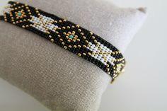 Bracelet Manchette en perles - Noir, Blanc, Turquoise et Plaqué Or                                                                                                                                                                                 Plus