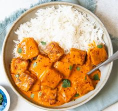 Paneer Tikka Masala Recipe - a simple vegetarian weeknight meal! Poulet Tikka Masala, Paneer Tikka Masala Recipe, Masala Sauce, Paneer Recipes, Chicken Tikka Masala, Indian Food Recipes, Healthy Recipes, Ethnic Recipes, Healthy Dishes