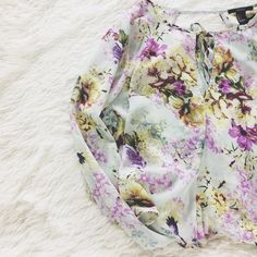 F 2 1  F l o r a l  B l o u s e Pastel floral blouse with cutouts in the front and back. Perfect for spring time! 100% polyester.  A few things to know:  💎I'm open to reasonable offers 💎No holds, first come first serve. 💎No  trades, no PayPal.🚫  💎Please, ask any questions you may have!  Happy Poshing! Forever 21 Tops Blouses