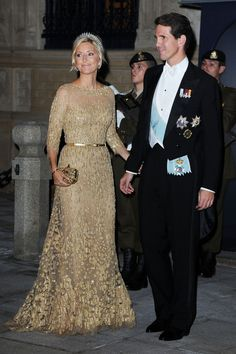 Prince Pavlos and Princess Marie Chantal of Greece at gala wedding dinner of Prince Guillaume of Luxembourg and Stephanie de Lannoy on 19 October Mother Of Bride Outfits, Mother Of The Bride Gown, Mother Of Groom Dresses, Mothers Dresses, Royal Dresses, Nice Dresses, Mom Dress, Dress Up, Marie Chantal Of Greece
