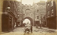 St. John's Gate, Clerkenwell, built in 1504... large version