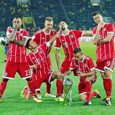 """59.5 ezer kedvelés, 459 hozzászólás – FC Bayern Official (@fcbayern) Instagram-hozzászólása: """"#MiaSanMia! #Supercup #FCBayern #packmas #WeiterImmerWeiter"""""""