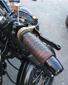 It's a Man's World - two wheels - Motorrad Bmw Cafe Racer, Cafe Racer Sitz, Cafe Racer Parts, Cafe Bike, Custom Motorcycle Parts, Cafe Racer Motorcycle, Motorcycle Design, Custom Motorcycles, Xjr 1300