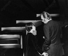 Mireille Mathieu lors de la préparation d'une prise de son. Fin 1967