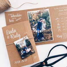 Kraft paper wedding card with photo and label # The post wedding card Kraft … Making Wedding Invitations, Wedding Labels, Wedding Invitation Design, Wedding Cards, Original Wedding Invitations, Wedding Invitations With Pictures, Diy Invitations, Post Wedding, Diy Wedding