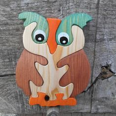 an owl puzzle. Scroll Saw Patterns Free, Wood Patterns, Wooden Jigsaw, Wooden Puzzles, Diy Arts And Crafts, Wood Crafts, Wood Projects, Woodworking Projects, Beaded Banners