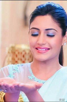 Indian Film Actress, Indian Actresses, Anika Ishqbaaz, Tv Dress, Saree Wearing Styles, Bollywood Makeup, Surbhi Chandna, Tv Girls, Makeup Challenges