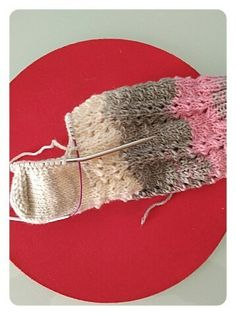Calcetines, cómo tejer calcetines paso a paso | anaconde | socks&co Winter Time, Winter Season, Knitting Socks, Free Knitting, Knit Stockings, Hosiery, Free Pattern, Winter Hats, Wool