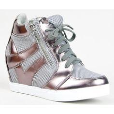 23d3e853d260 high top shoe street style