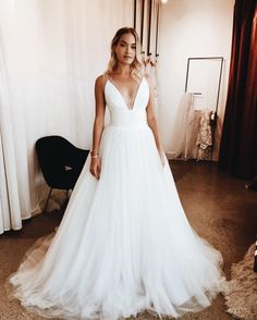 "– LOHO BRIDE (@loho_bride) på Instagram: ""#LOHOFITTINGDIARIES :: You guys! We got our first LOHO ball gown and she literally takes our breath…"""
