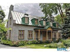 Maison ancestrale Old Stone Houses, Old Houses, French Country Colors, Canadian House, Mansard Roof, Australia Living, Cottage Homes, Architecture, Interior And Exterior