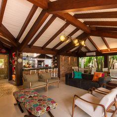Varanda Gourmet | Campo Grande MS : Varandas, alpendres e terraços ecléticos por Camila Tannous Arquitetura & Interiores