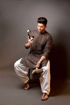 Kurta Designs For Mens 2015 - Shanila's Corner Mens Indian Wear, Indian Groom Wear, Indian Men Fashion, Indian Man, Men's Fashion, Fashion 2020, Muslim Fashion, Indian Ethnic, Woman Fashion