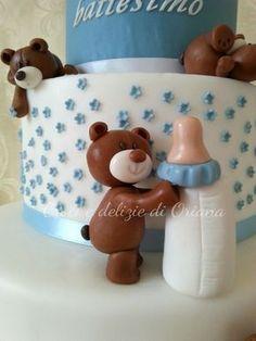 orsetto pasta di zucchero | fondant bear http://blog.giallozafferano.it/crociedeliziedioriana/2014/11/torta-battesimo-con-orsi-bis.html