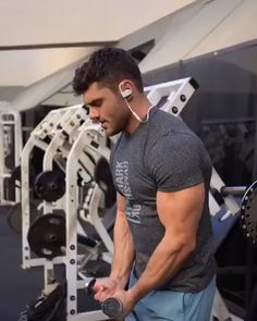 Get your delts on fire!Try these V Grip Cable Front Raises with Get your delts on fire!Try these V Grip Cable Front Raises with Cable Workout, Gym Workout Videos, Fun Workouts, Body Fitness, Fitness Tips, Workout Fitness, Fitness Tracker, Training Fitness, Fitness Quotes