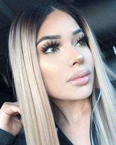 The ombre hair trend has been seducing for some seasons now. More discreet than tie and dye, less classic than sweeping, this new technique of hair. Ombre Hair, Balayage Hair, Hair Inspo, Hair Inspiration, Pinterest Hair, Gorgeous Hair, Hair Looks, Pretty Hairstyles, Dyed Hair